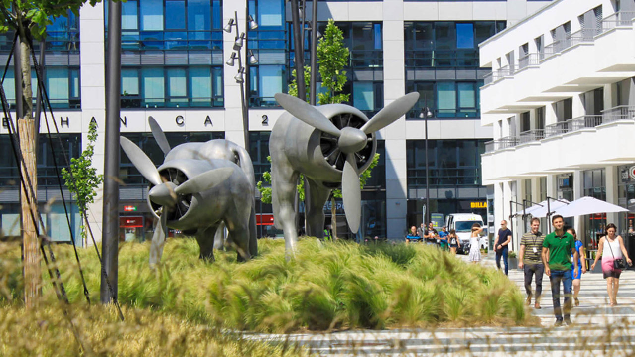 Knejvětším obchodům patří prodej pěti administrativních budov zkomplexu Waltrovka vpražských Jinonicích. Odskupiny Penta je začátkem roku koupila jihokorejská firma Hanwha Investment & Securities.