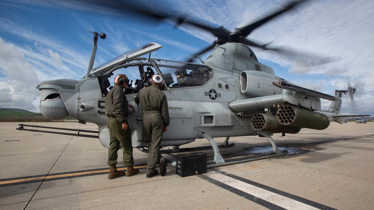 Nebývalá modernizace. Zbraní pro 21. století mají být nové útočné vrtulníky AH-1 Viper americké námořní pěchoty, které si spolu svíceúčelovými UH-1 Venom pořídí čeští vojáci.