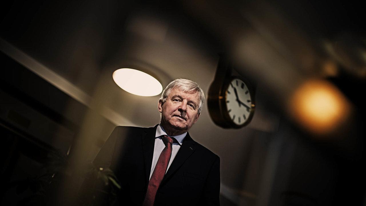 """Za""""obtížné"""" označil guvernér České národní banky Jiří Rusnok čtvrteční rozhodování otom, zda zvýšit, či nezvýšit úrokové sazby."""