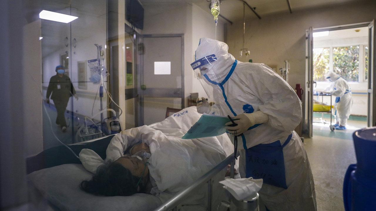 Podle nové studie čínských vědců činí úmrtnost na nemoc COVID-19 2,3 procenta.