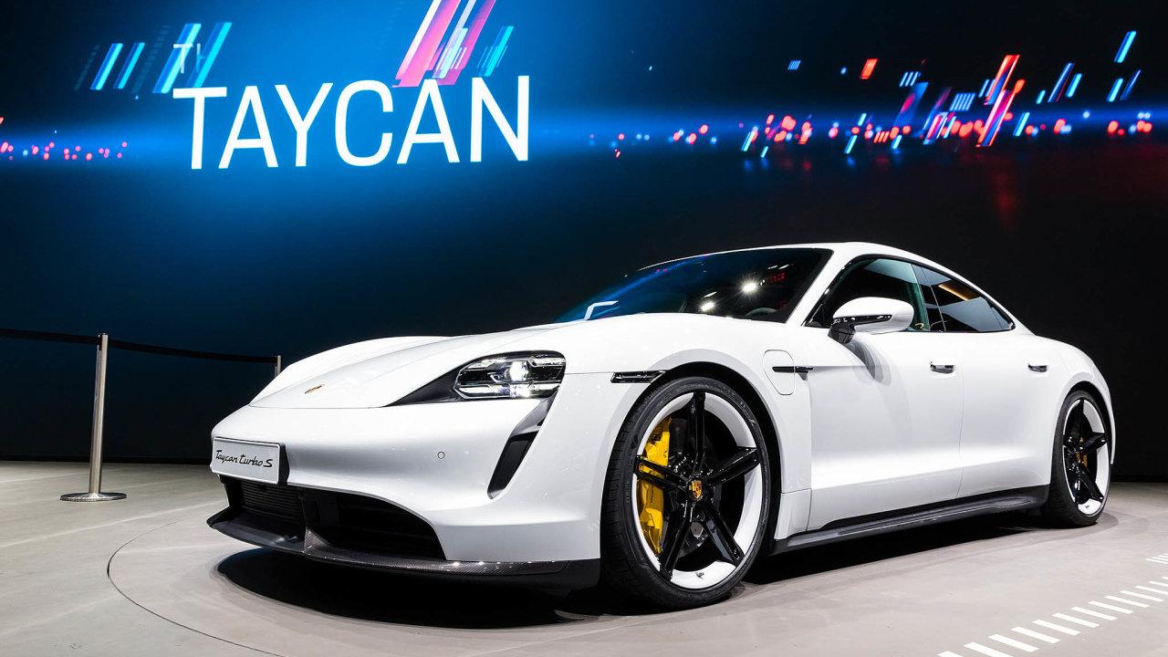 Pokud by už dnes automobilky platily pokuty za nedodržování emisních limitů, prodražilo by se každé Porsche v průměru o více než 200 tisíc korun.