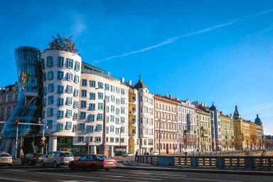 Podle dat společnosti BezRealitky.cz zprvního kvartálu letošního roku Češi zanájemné průměrně platí 250 korun zametr čtvereční. To je meziročně o2,5 procenta víc.