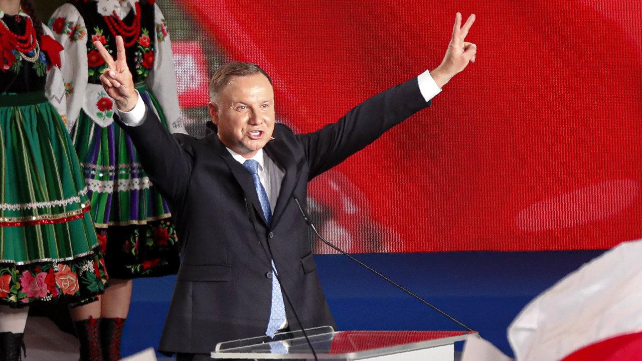 Jen hodinu poskončení prvního kola voleb začal úřadující prezident Andrzej Duda oslovovat voliče pro kolo druhé.