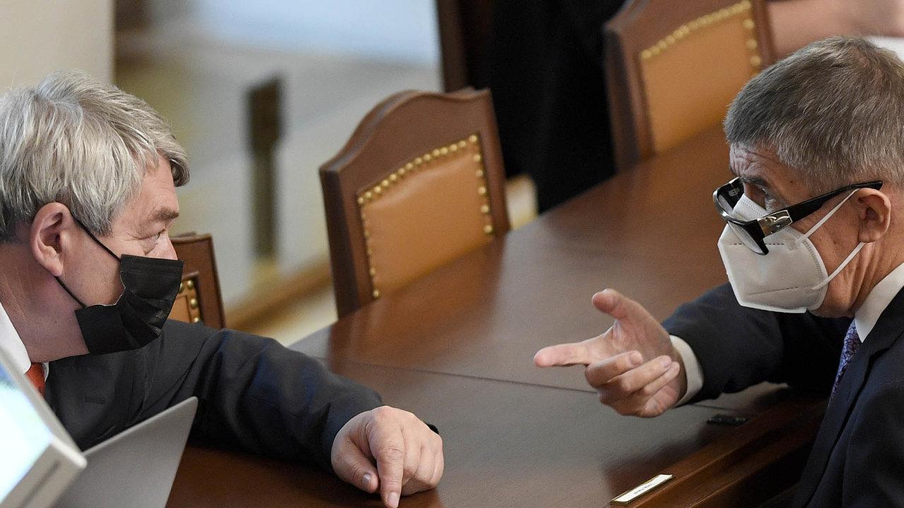 Dohodneme se? Premiér Andrej Babiš se snažil získat podporu zejména upředsedy KSČM Vojtěcha Filipa.