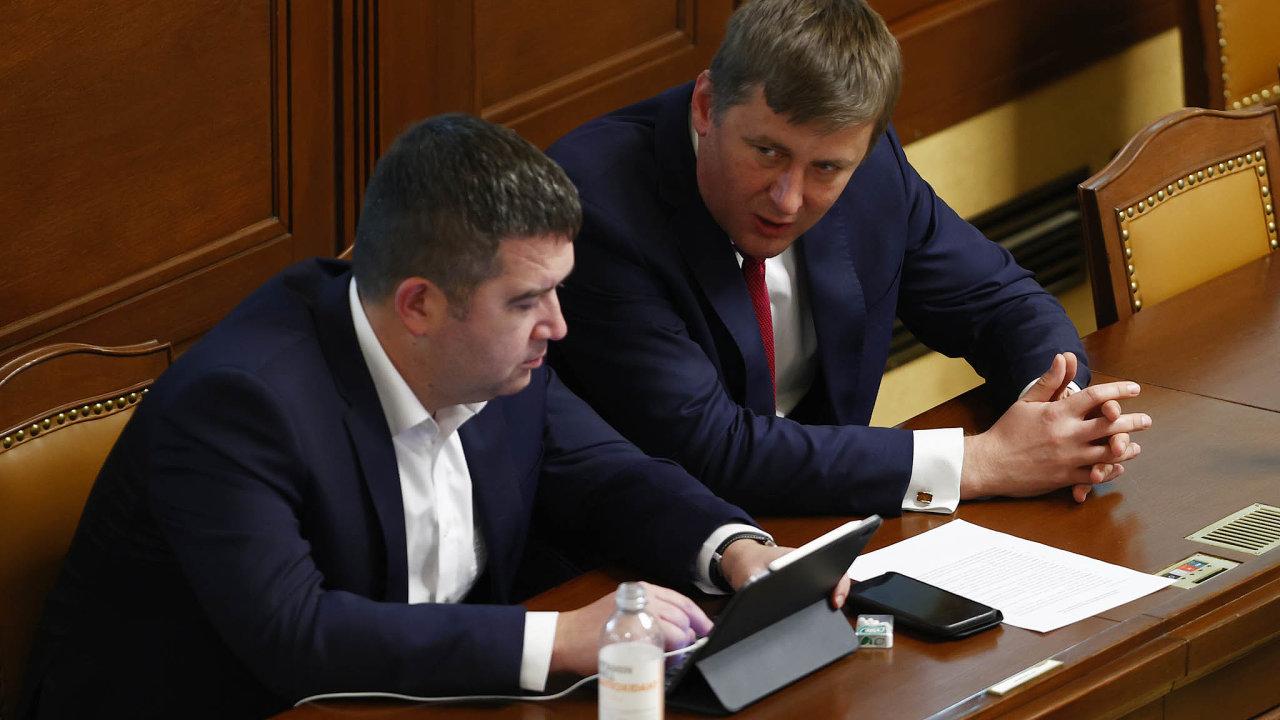 Předseda ČSSD Jan Hamáček už odvolal Tomáše Petříčka z pozice ministra zahraničí. A teď podle hlasů z ČSSD ani nechce, aby byl pražským lídrem strany do voleb.