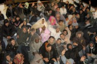 Loď s africkými uprchlíky na ostrově Lampedusa.