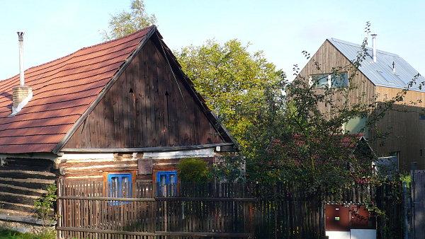Moderní dům s roubenkou