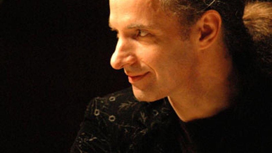 Pianista Kemal Gekič se ke Guernice staví jako herec
