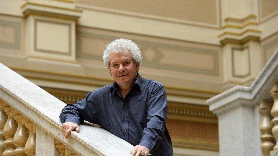 Jiří Bělohlávek povede Českou filharmonii jako šéfdirigent do druhé sezony.