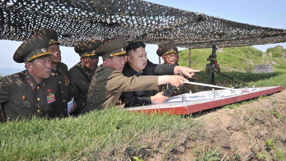 Kim Čong-un s generály, ilustrační foto