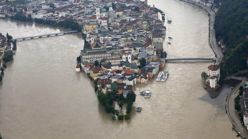 Pasov - rozvodněné řeky Inn (vlevo) a Ilz (vpravo)