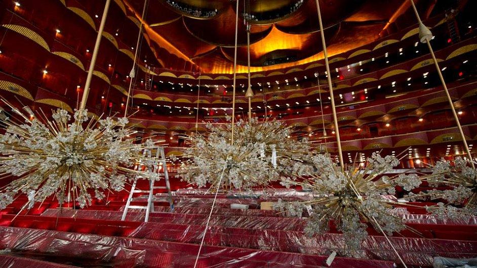 V Metropolitní opeře již se uklízí před začátkem nové sezony.