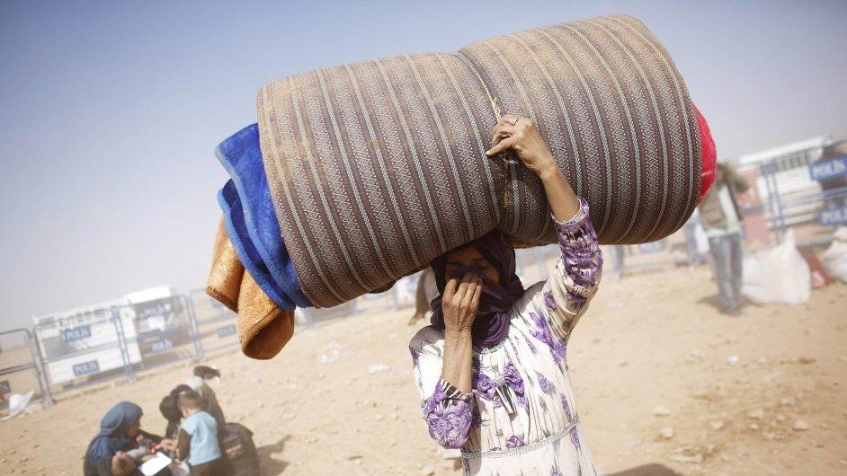 Kurdští syrští uprchlíci na turecko-syrské hranici nedaleko města Suruc.