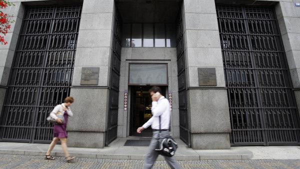 ČNB varuje pojišťovny, že jejich postup při změně podmínek smluv může způsobit budoucí konflikty.
