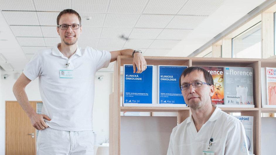 Masarykův onkologický ústav v Brně patří k průkopníkům v plánování paliativní péče. Lékaři Jiří Šedo (vlevo) i Ondřej Sláma jsou přesvědčeni, že nestresovaný pacient žije lépe a déle.