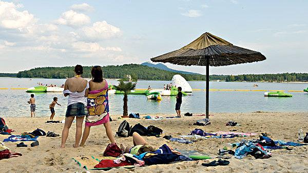 Invia.cz je nejv�t��m tuzemsk�m on-line prodejcem dovolen�ch.
