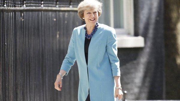 Předčasné volby mají zabránit zvrácení brexitu, tvrdí premiérka Theresa Mayová.