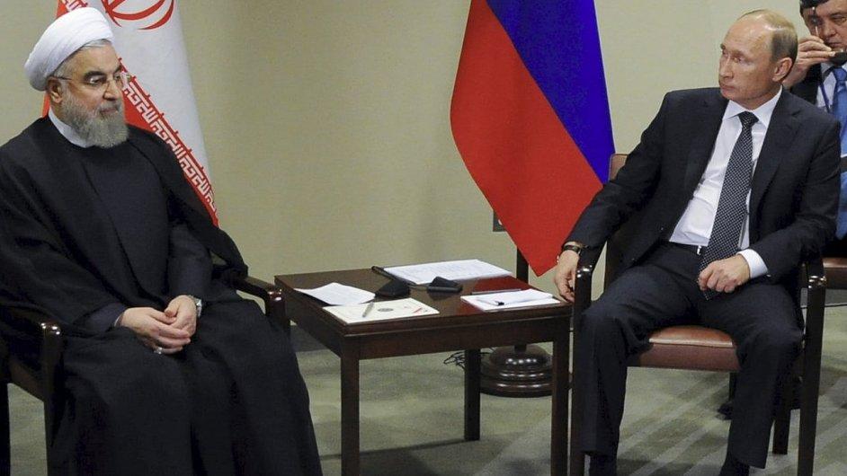 Íránský prezident Hasan Rúhání při setkání s ruským prezidentem Vladimirem Putinem a ruským ministrem zahraničí Sergejem Lavrovem v New Yorku.