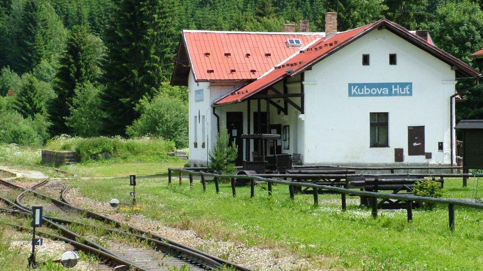 Se slevou zBoubína:Podrobné ceníky včetně slev by měly dráhy vyvěsit ivnejvýše položené železniční stanici vČesku, Kubově Huti pod Boubínem.