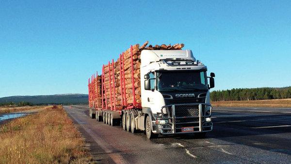 Dopravce Ketosen Kuljetus testuje pro přepravu dřeva 33 metrů dlouhou soupravu s maximální hmotností 104 tun.