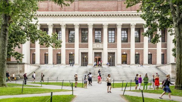 Školy BASIS vUSA patří mezi nejlepší vdomácích imezinárodních srovnávacích testech i v podílu studentů přijatých na prestižní vysoké školy. Mezi ně patří i Harvardova univerzita (na snímku).