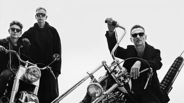 Na snímku slavného fotografa Antona Corbijna jsou členové skupiny Depeche Mode.