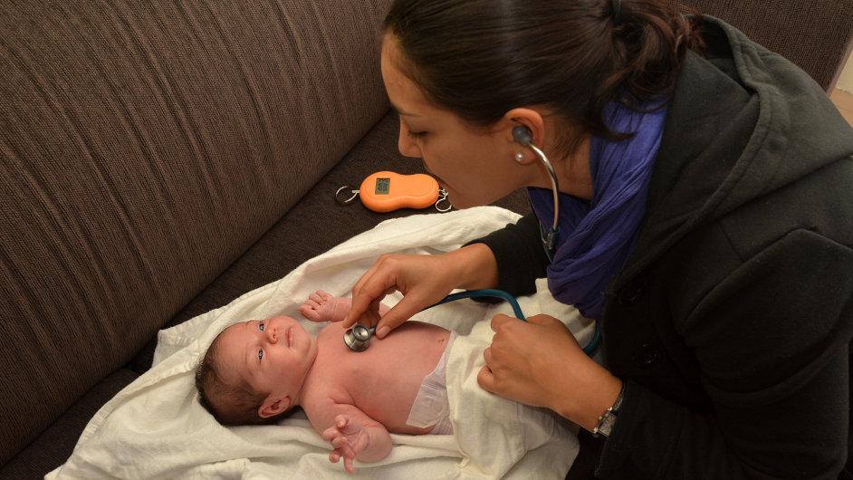 Porodní asistentka - Ilustrační foto