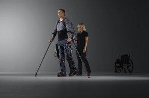 Roboti pomáhají pacientům postavit se znovu na nohy. České zdravotnictví ale s chytrými technologiemi teprve začíná