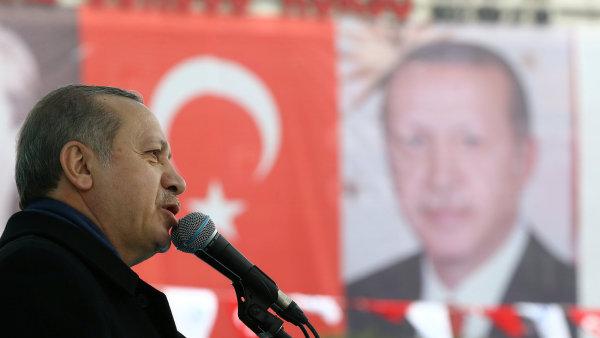 Erdogan se domnívá, že Evropané na svém území tolerují Turky jen tehdy, když vykonávají podřadné práce.