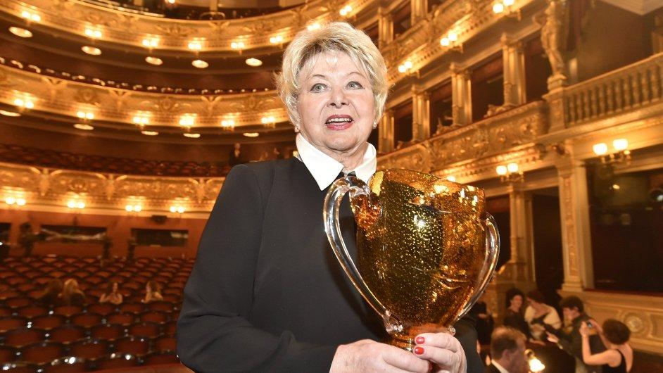 Ocenění za celoživotní mistrovství v oboru činohra převzala Alena Vránová.