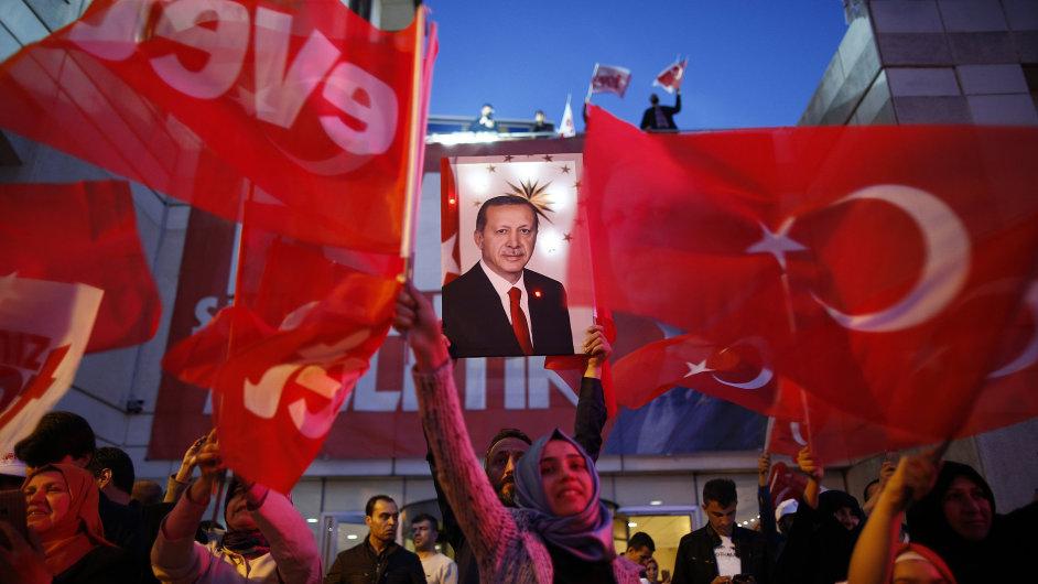 Erdogan už přivítal výsledek referenda o změně ústavy