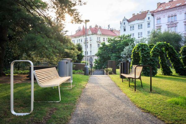 Praha vyhlásila soutěž na nové lavičky, koše a stojany na kola. Foto: IPR