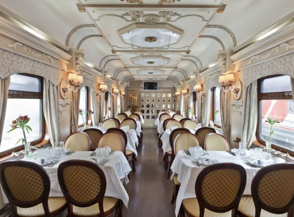 vlaky 12 restaurant car