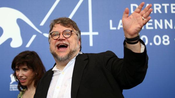 Mexický režisér Guillermo del Toro (na snímku) v Benátkách představil svůj nový film The Shape of Water. Česká kina ho začnou promítat v lednu 2018.