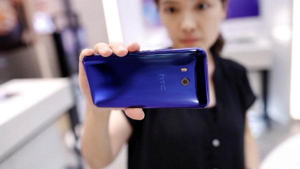 O HTC má prý zájem Alphabet, který vlastní i Google.