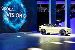 Autosalon ve Frankfurtu: Výrobci představili nové elektromobily i vrtulník