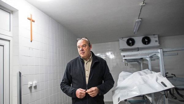 Podle Jaroslava Mangla se dobrá pohřební služba pozná zejména podle toho, že je transparentní a nebude mít problém pozůstalým ukázat všechny své prostory.