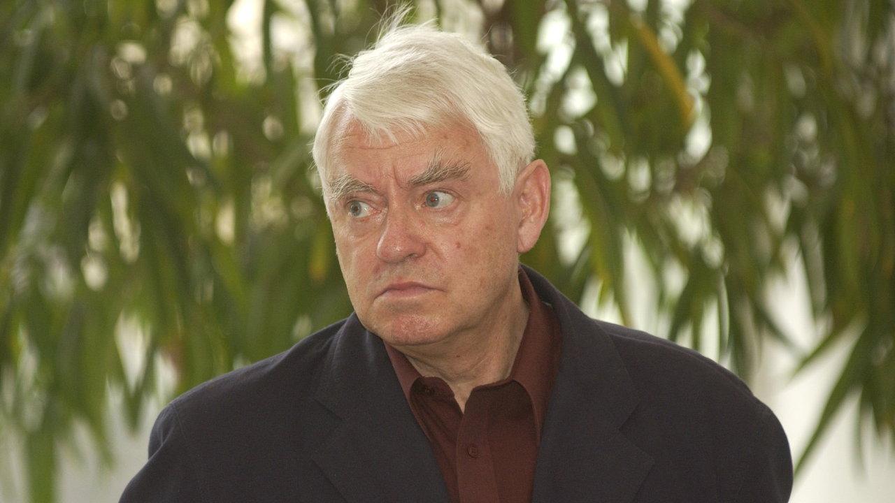 Na archivním snímku je Jiří Opelík z doby, kdy získal Cenu F. X. Šaldy.
