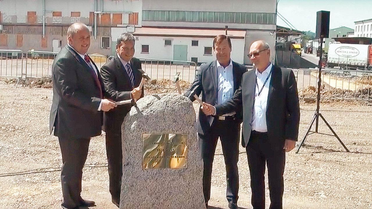Logistický provider Dachser bude v Česku poskytovat logistické služby pro další firmu ze skupiny Siemens. Se společností OEZ podepsal smlouvu na zajištění přepravy, skladování a služeb.
