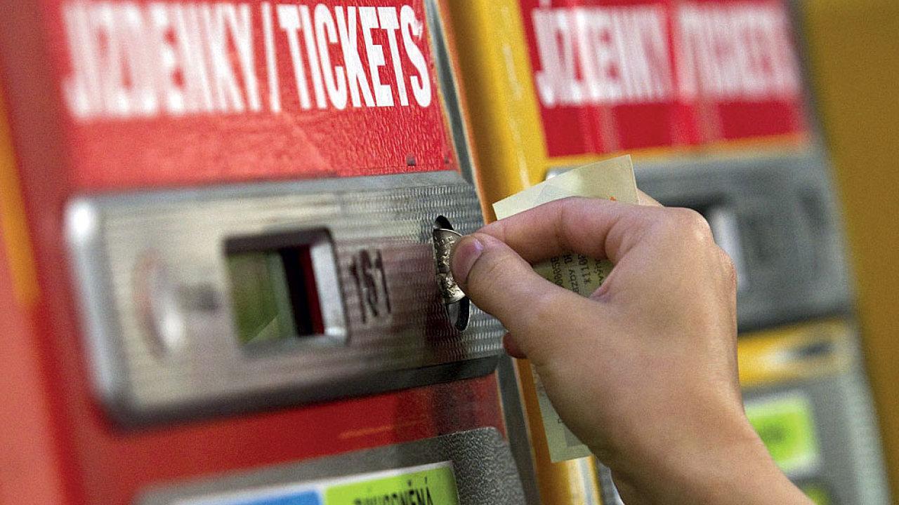 Jízdné si cestující budou moci nahrát na libovolnou platební kartu – Ilustrační foto.