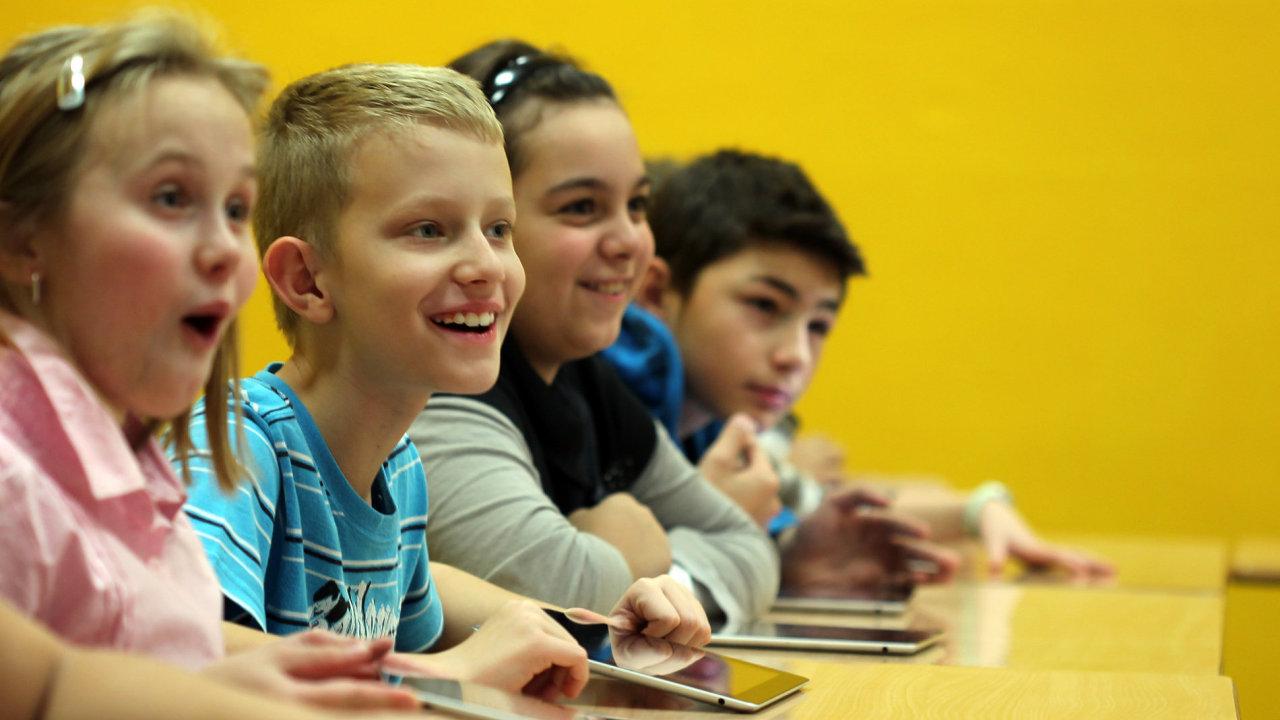 Školáky výuka s iPadem baví.