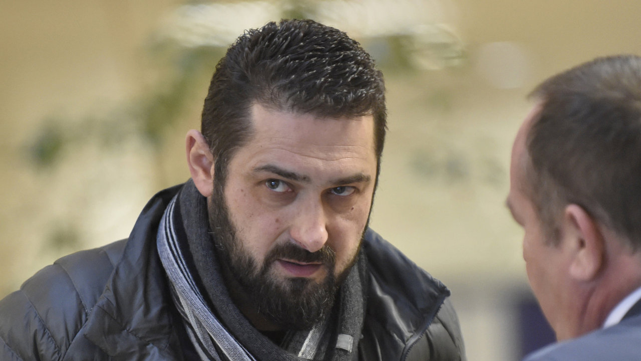 Soud zprostil bývalého hokejového reprezentanta a neúspěšného podnikatele Romana Čechmánka obžaloby z podvodu.