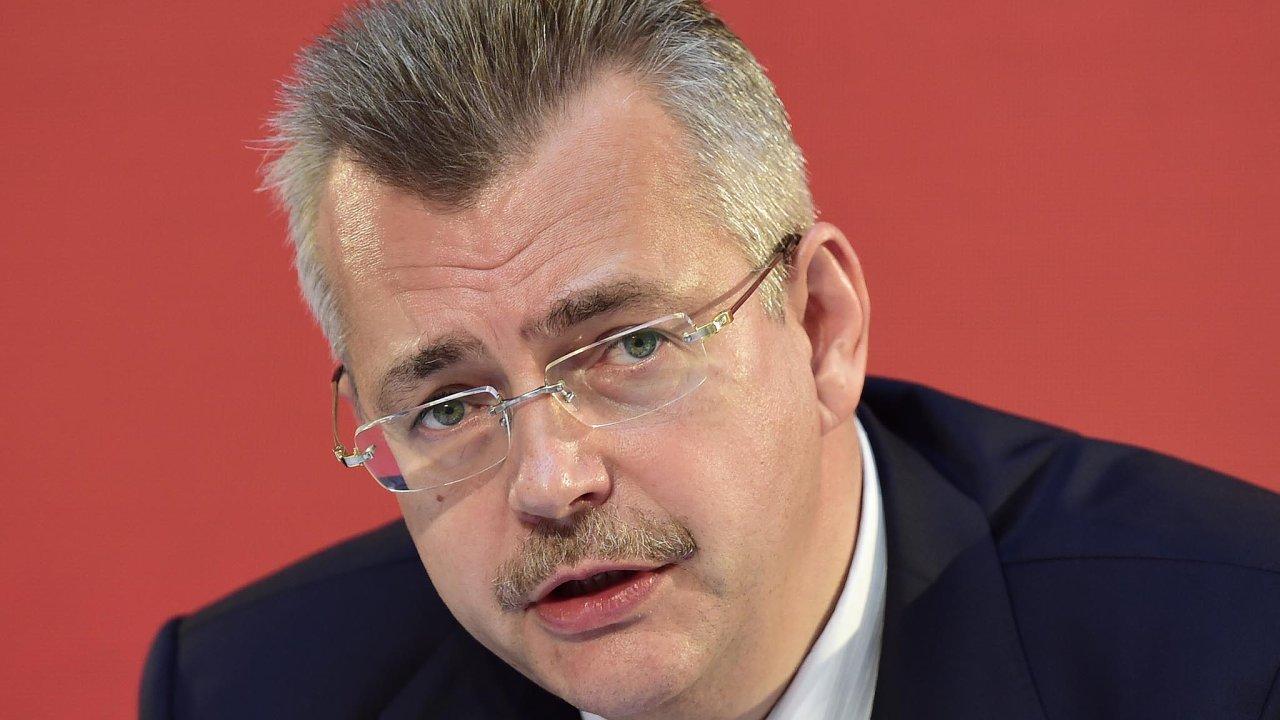 """Finanční skupina J&T """"nepřátelsky"""" převzala řízení evropské pobočky čínské skupiny CEFC. Omísta přišlo celé představenstvo CEFC Europe včetně Jaroslava Tvrdíka."""