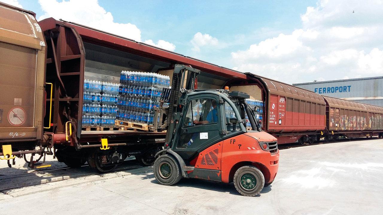 Železniční přeprava nápojů a potravin v posledních letech roste. Nové projekty rozjíždí například PepsiCo