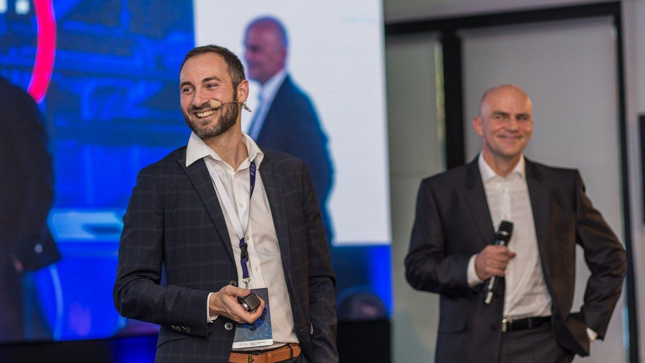 Vystoupení řečníků na konferenci TAL 2018. Zleva Michael Klaus, Sewio, a Rostislav Schwob, Aimtec.