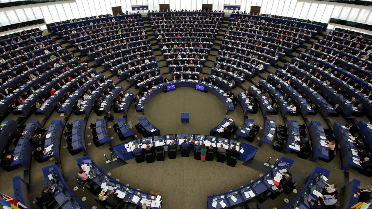 Evropský parlament podle europoslance Ježka bojoval za to, aby se snížení poplatků týkalo i plateb z korunového účtu do eurozóny.