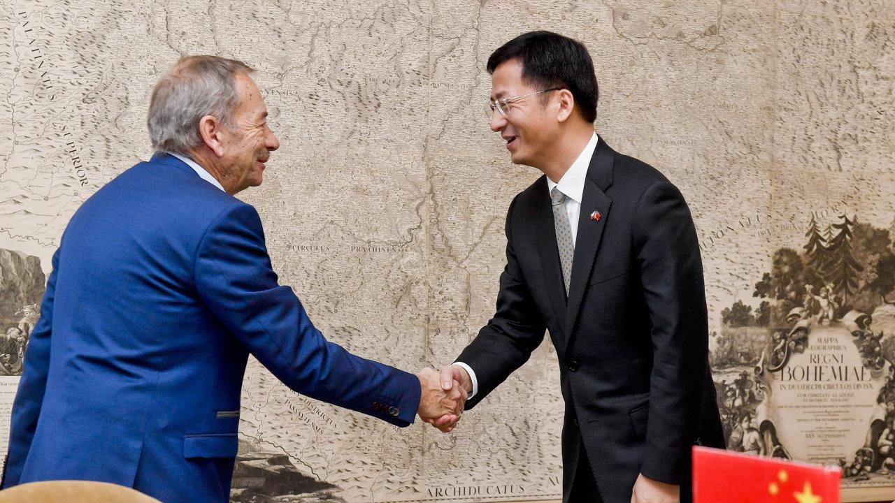 Předseda Senátu Jaroslav Kubera se ve čtvrtek setkal s čínským velvyslancem Čang Ťien-minem.