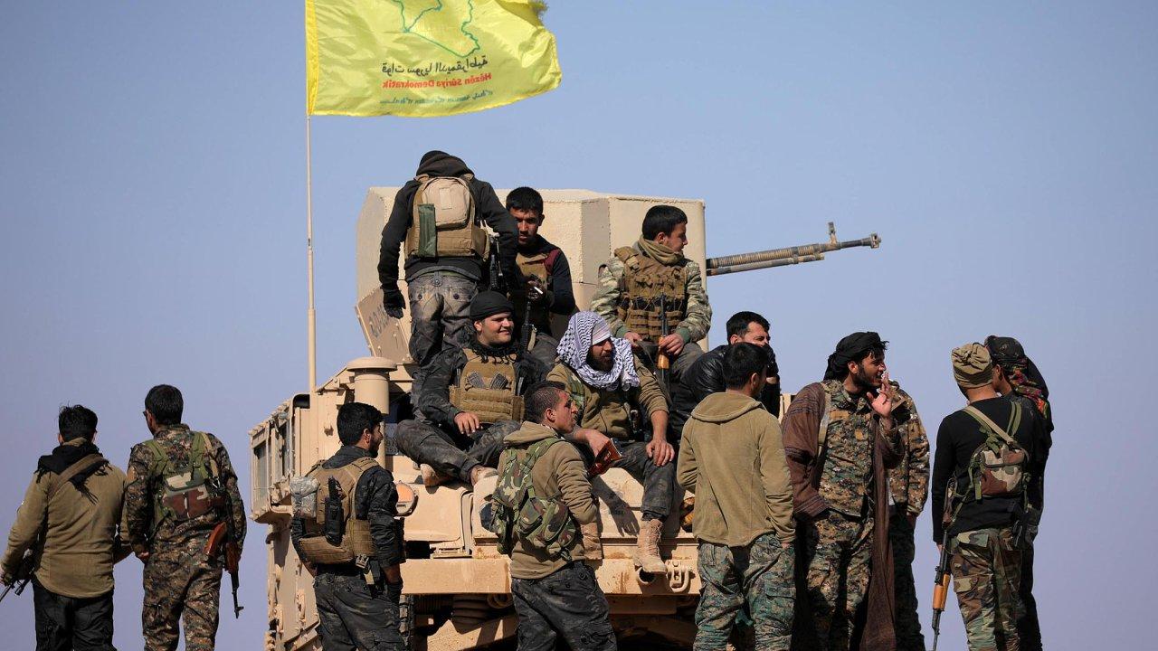 Útěk z poslední bašty: Bitva o Baghúz začala 9.února. Kurdské jednotky (na snímku) útočí naposlední džihádistickou vesnici, odkud prchají civilisté.