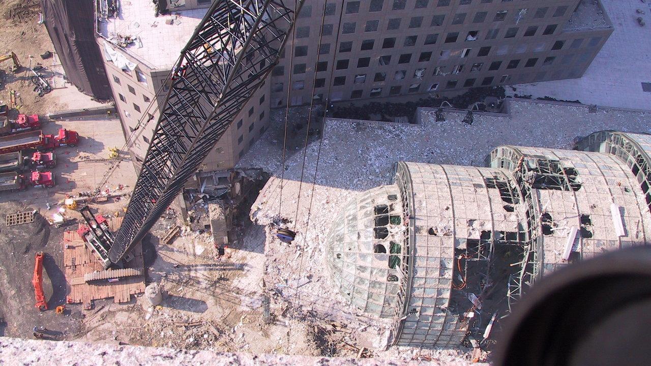 Odklízení sutin po teroristických útocích na Světové obchodní centrum.