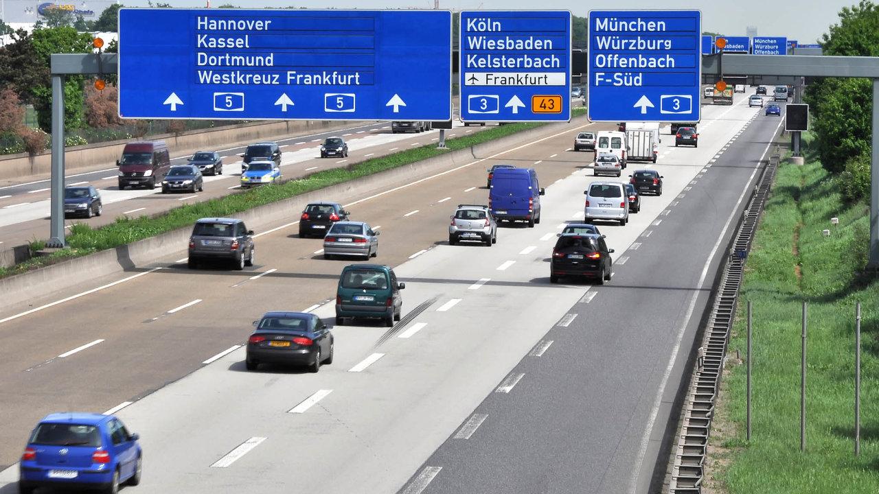Stále zdarma. Německo se svou unikátní sítí dálnice neuspělo s návrhem na jejich zpoplatnění, jež by v důsledku nesli jen zahraniční řidiči.